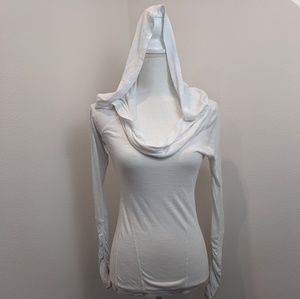 Zella All Shirred Up Cowl Hoodie wit thumbholes